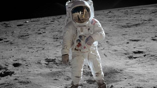 آیا سفر به ماه واقعی بوده است؟